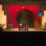 decor rosu scena teatru