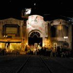 sina de tren, cladire veche, decor film, scenografie