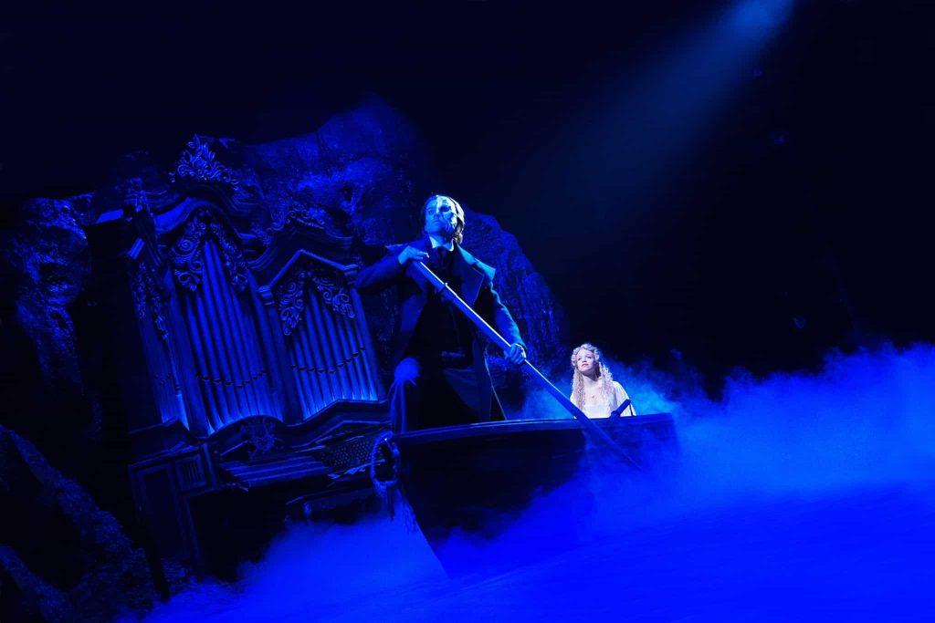 decor teatru OSLO barca orga ceata fantoma opera