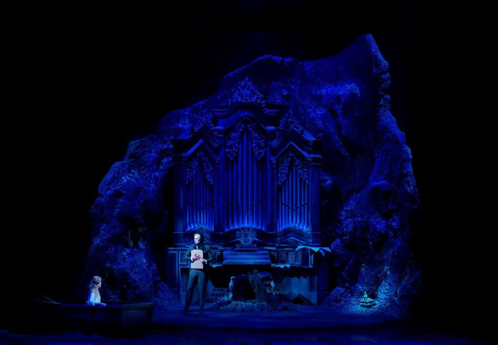 decoration play Phantom of the Opera-Scenekvelder - FOLKETEATERET -OSLO classical organ ghost opera decoration