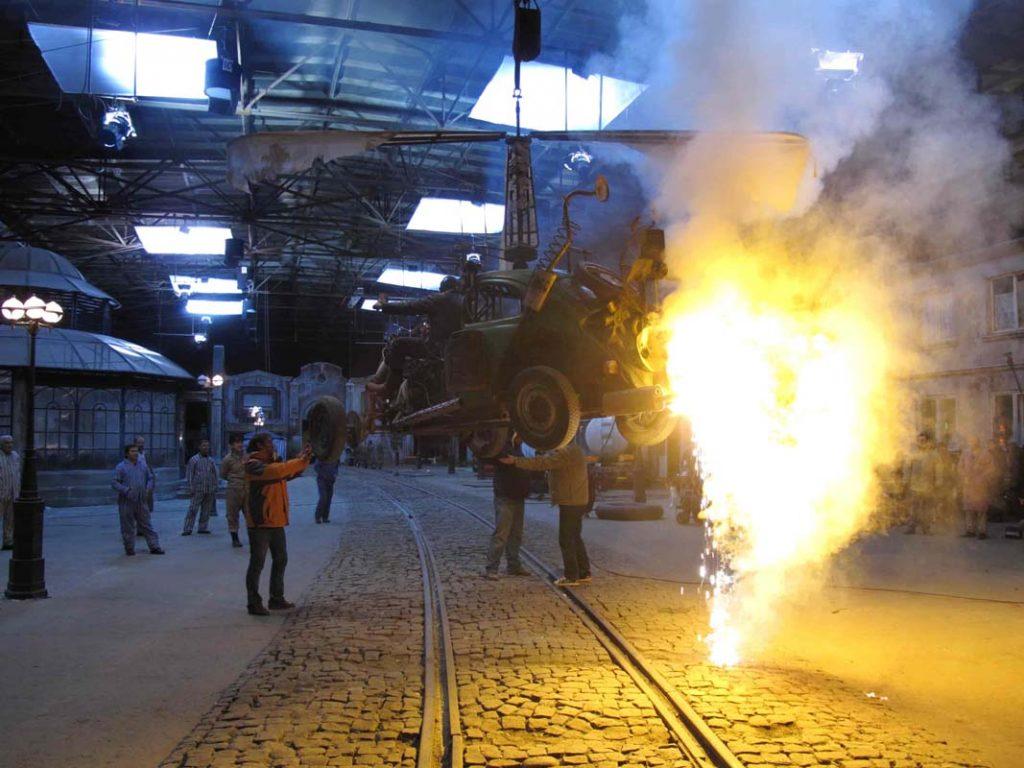 Decor film Undeva in Palilula masina foc efecte