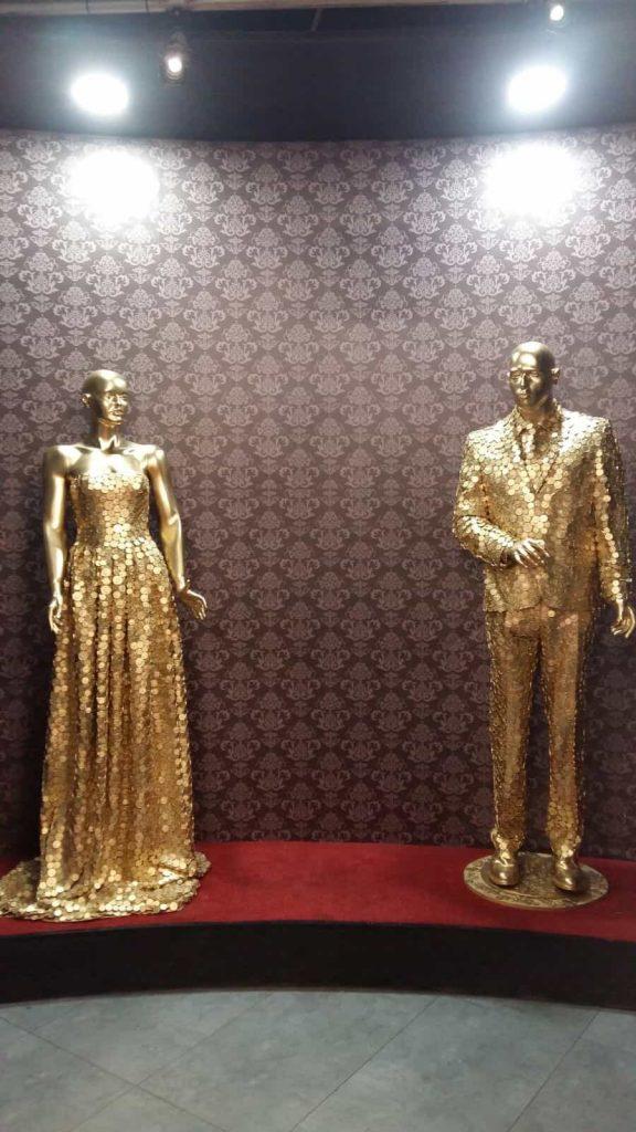butaforii - statuete femeie si barbat modele aurite