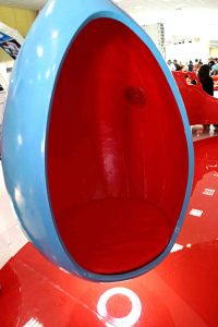 Stand Cerf - Egg-shaped suspended chairs 3