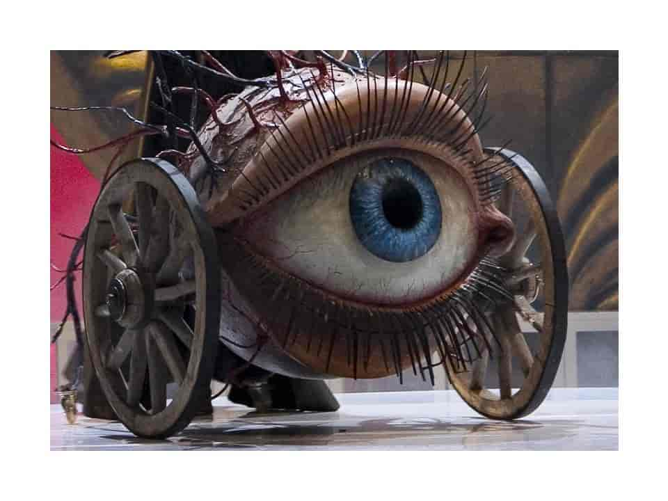 giant eye, wooden wheels, papier mache, scenography, theater setting
