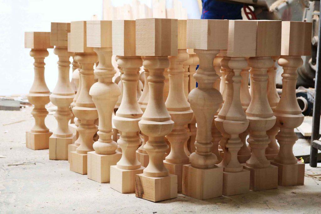 tamplarie teatru - coloane din lemn sculptate 2