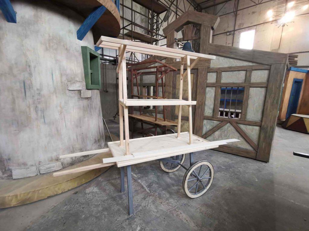 tamplarie teatru - masa de lemn - in lucru