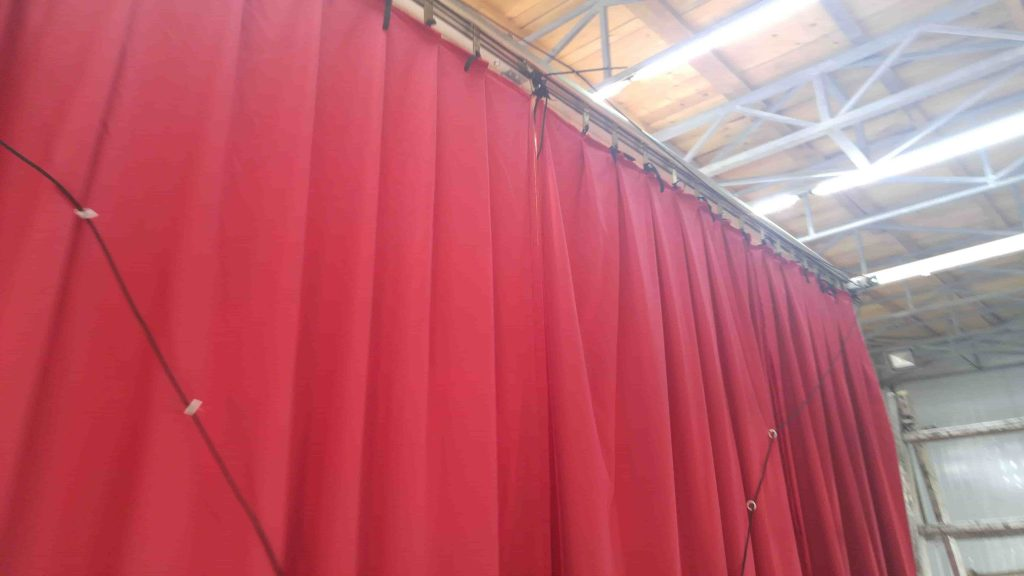 Red Greek curtain - assembly 3