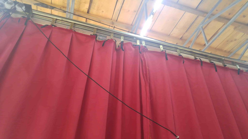Red Greek curtain - assembly 4