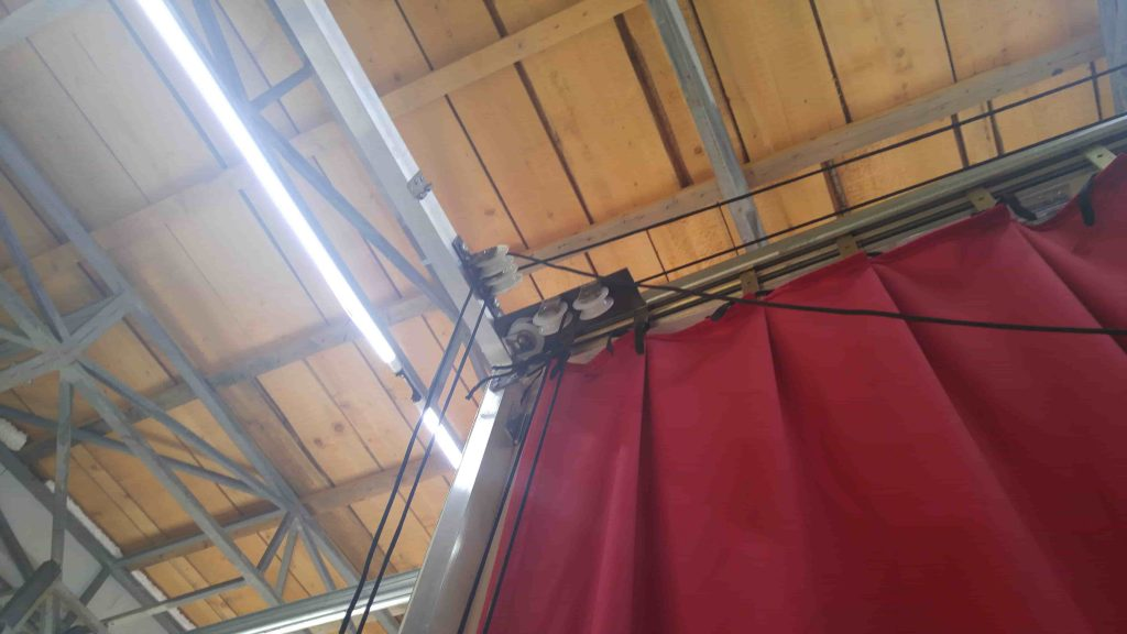Red Greek curtain - assembly 5