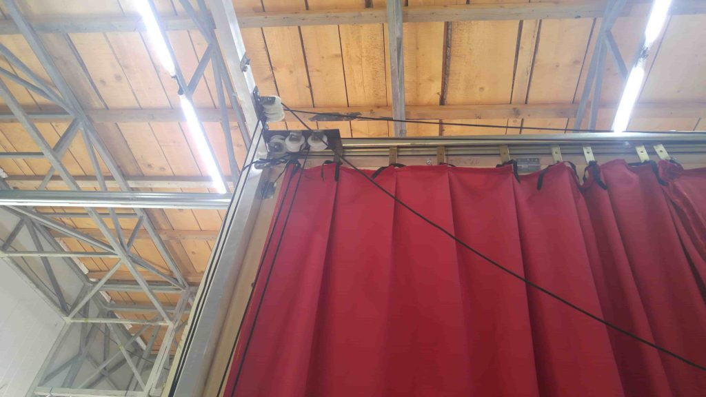 Red Greek curtain - assembly