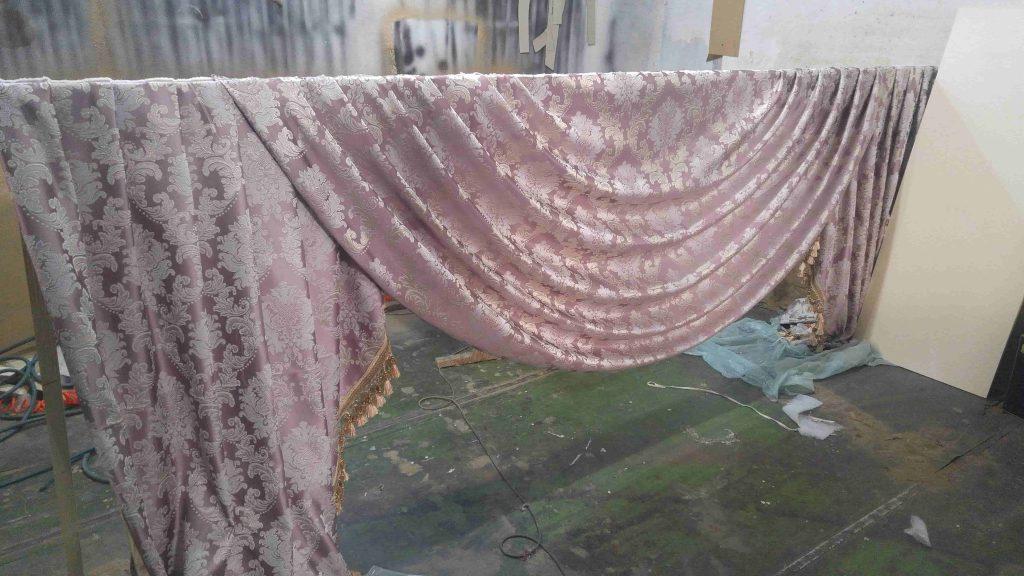 Venetian curtain - velvet - gray - in progress