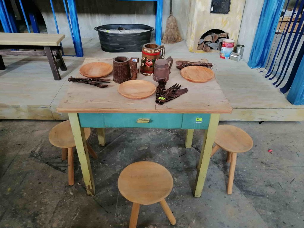 theater carpentry - vintage table with round wooden chairs 2